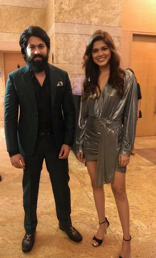 #RockingStarYash and Roberrt Queen #AshaBhat at #GQPowerList event in #Mumbai.  Follow us on : @KFNofficial   #Sandalwood #KannadaFilmNagar #LatestKannadaMovies #KannadaCelebs #KFN #Celebs #Actor #Actress #LatestKannadaNews #LatestUpdatespic.twitter.com/csJBj9ZH0Q