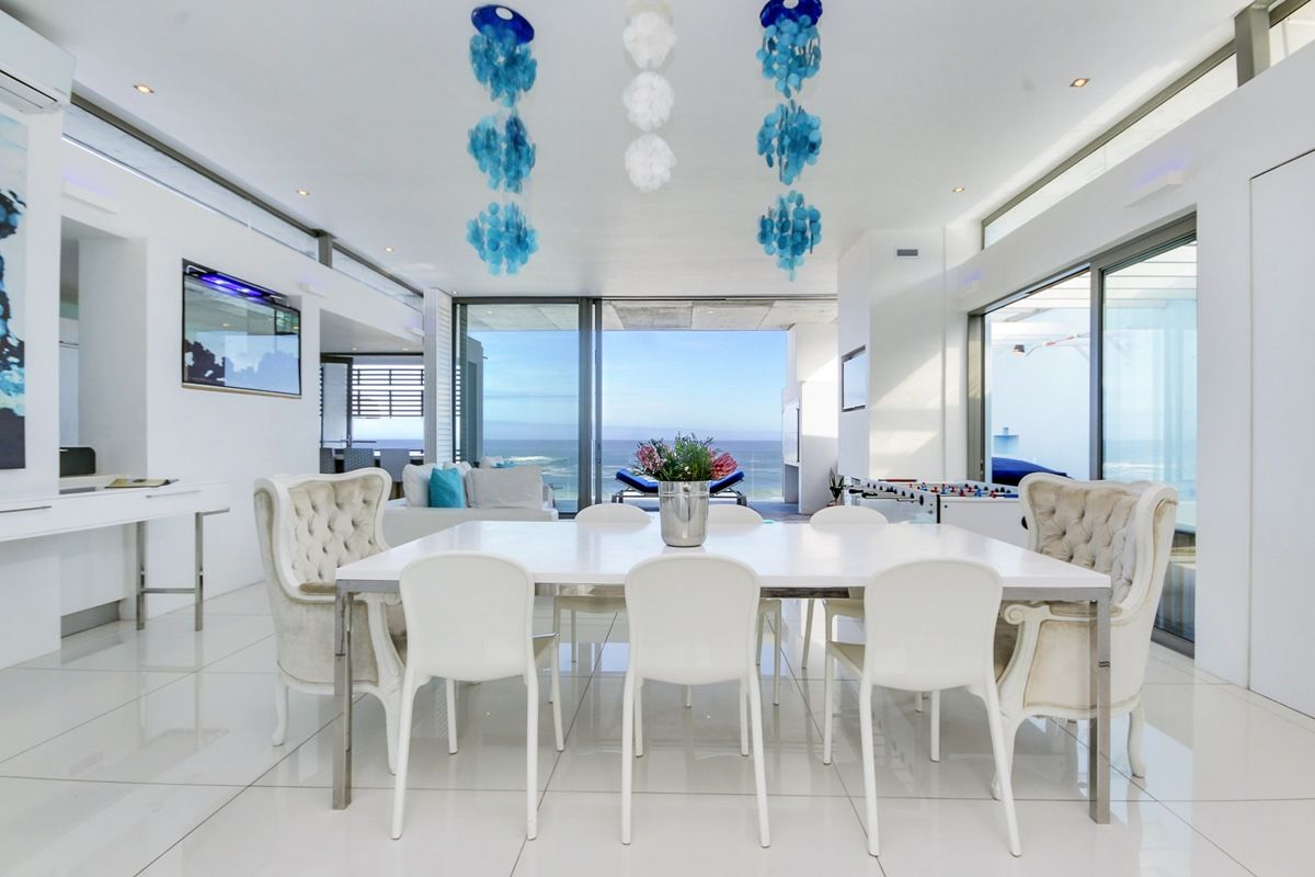 Immerse your self in relaxation at this incredible #apartment.Only a short walk to the #beach &amazing views,you can't get much better than this! https://buff.ly/2IE4GZV  #15ViewsPenthouse #travel #holiday #luxury #campsbay #capetown #staywithnox #beach #sea #ocean #sunset #style