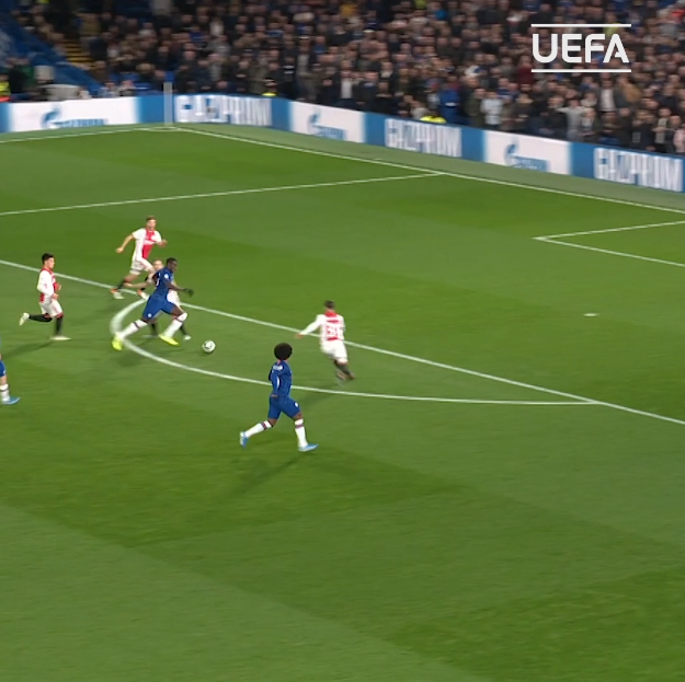 Runs from his own half, beats 6 men, but can't find the finish   @KurtZouma   Lampard's reaction =    #UCL |  @ChelseaFC