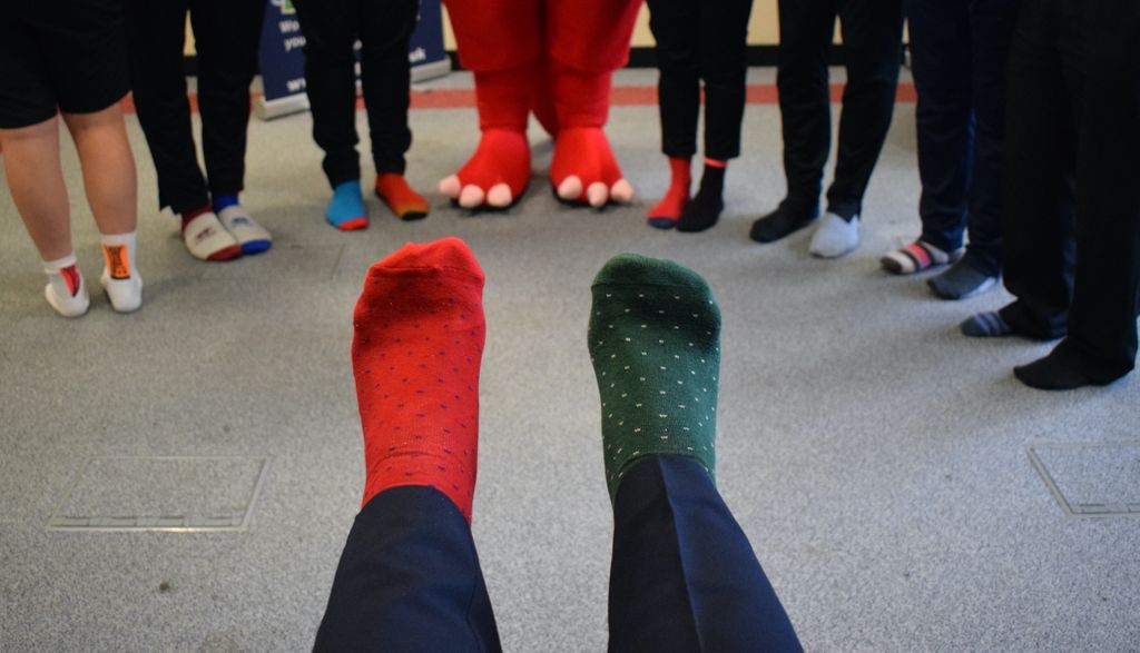 Somerset FA staff (and a special guest) are supporting #OddSocksDay as part of #AntiBullyingWeek      https:// buff.ly/2WVUPnO    <br>http://pic.twitter.com/OOZoVyZSzq