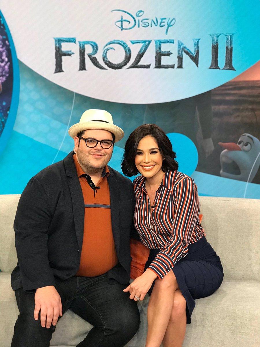 Gracias @joshgad por visitarnos y contagiarnos con tu buena energía. We hope to see you again soon! ☃️ La película #Frozen2 estrena en cines este 22 de noviembre. 🎟🍿