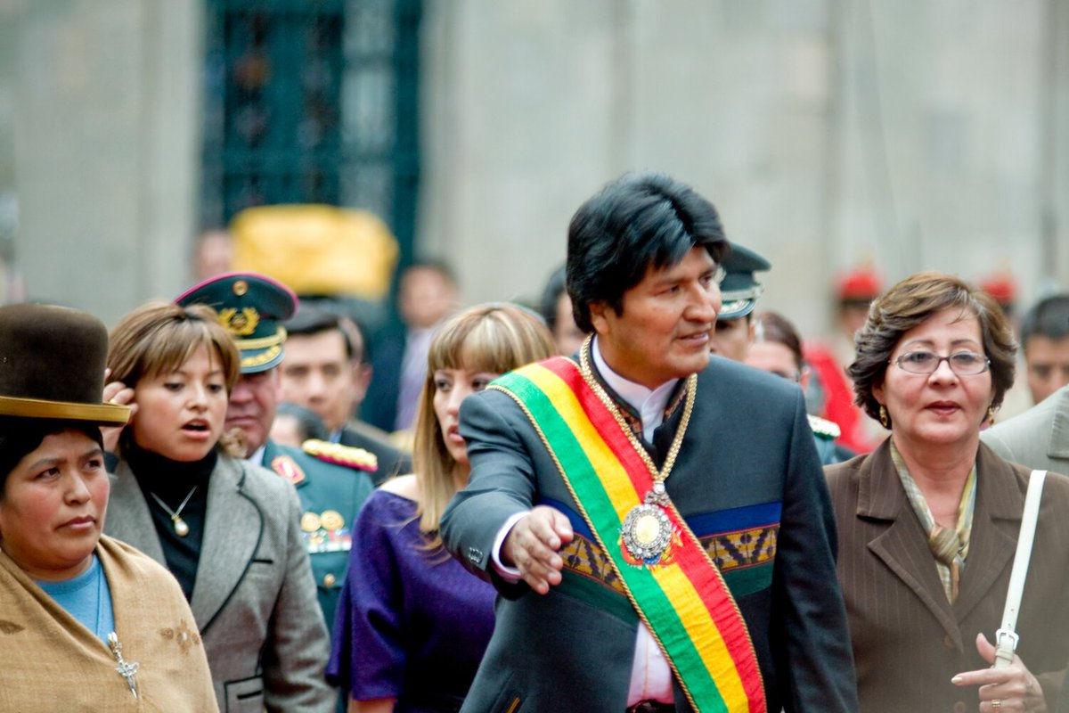 Violent protests spread throughout #Bolivia amidst accusations of electoral fraud.    https:// religionunplugged.com/news/2019/11/1 1/after-14-years-in-leadership-evo-morales-resigns-as-president-of-bolivia-amid-violent-protests-driven-by-both-politics-and-religion  …   #Protests #BoliviaLibreyDemocratica #BoliviaCoup #Boliviaprotests <br>http://pic.twitter.com/Iup5kTsh3U