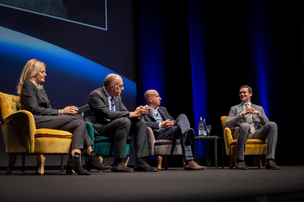 Uno scambio interessante tra i relatori della tavola rotonda in corso all'Assemblea Generale 2019 di #ConfindustriaBg: Francesco Casoli, Pres. di @elicaspa e @AIdAFitalia; Andrea Crespi, DG di EuroJersey; Rodolfo Fracassi, DG di @MSPartners_2008. Modera: @sarahvaretto. https://t.co/Q7Aj9kqAQu