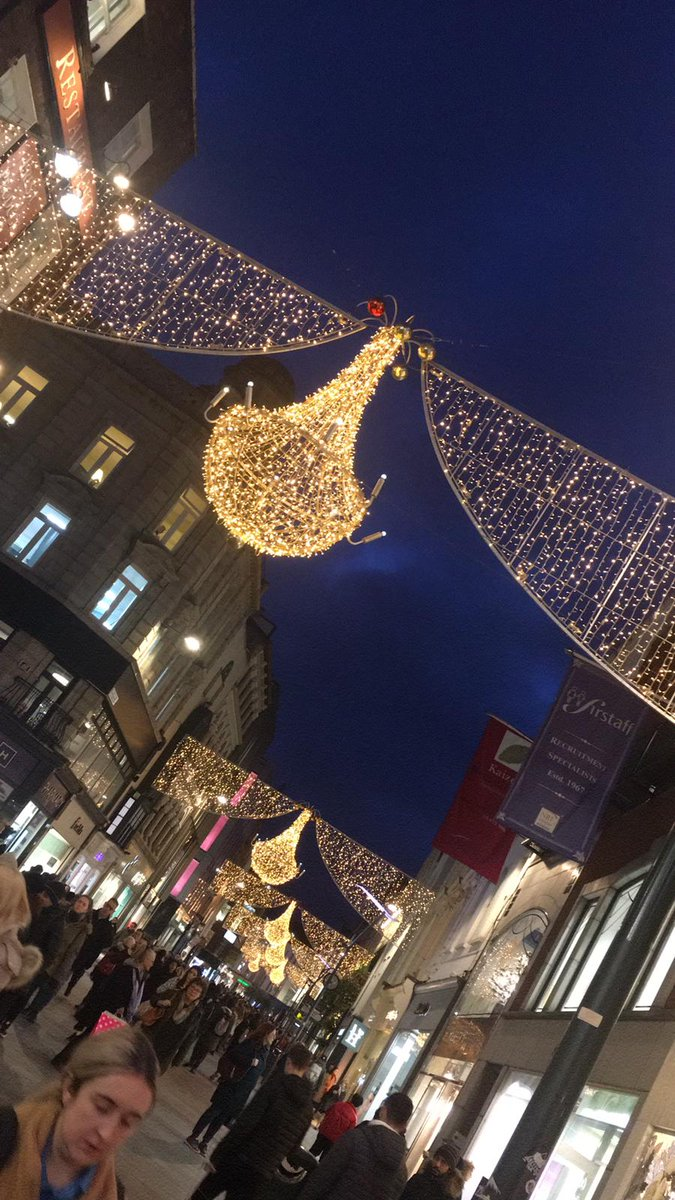 The Christmas lights have officially been turned on on Grafton Street! 🎅🎄 Head to our previous tweet to view the live moment they were turned on! 💫 #DublinTownChristmas https://t.co/C3k4YQi1Zi