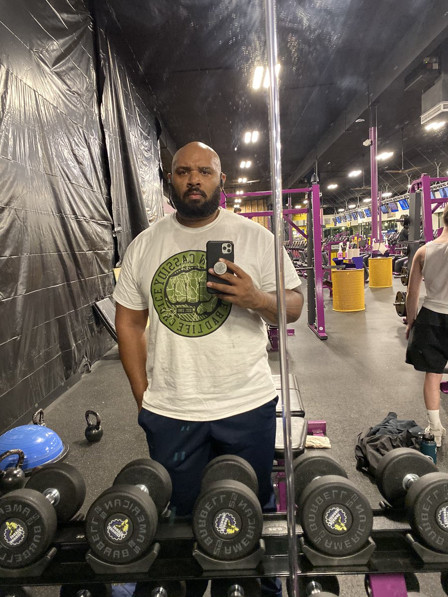 Fitting that this gym is under construction. 2 miles ran, and some biceps and triceps before my flight. Oh.....and it was my only clean shirt. #gymday #fitness #muscle #prebirthdaygains<br>http://pic.twitter.com/q9IN9eBZcn
