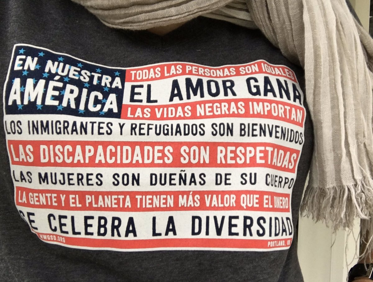 I stand with DACA #EnNuestraAmérica! @NWGSDPDX iconic #InOurAmerica flag is on t-shirts, yard & window signs, stickers, & postcards! Proceeds will support @PuebloUnidoPDX, who advocate for immigrants in PNW facing deportation. nwgsd.org/shop.