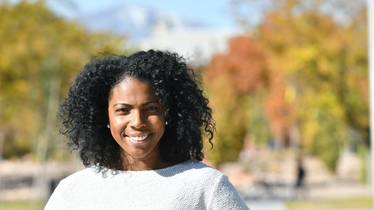 We are so proud of our first-gen students like Natoya. #CelebrateFirstGen  https:// saltlakecommunitycollege.blogspot.com/2019/11/single -mom-first-gen-student-paving-way.html  … <br>http://pic.twitter.com/h9BszqMs1s