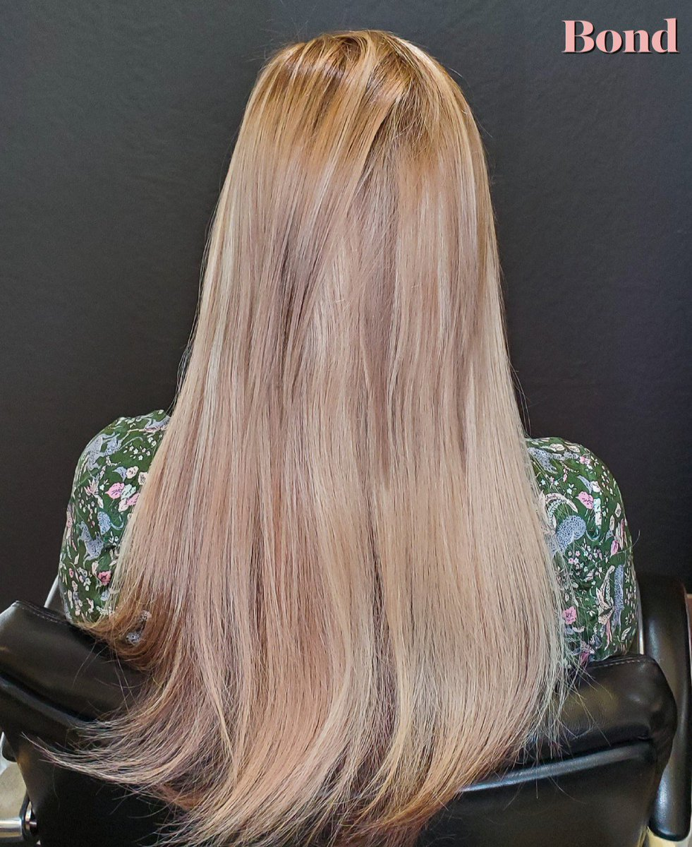 """Go for the Gold (tones)! Using 14-16"""" Hotheads Hair Extensions  @hotheadshairextensions to add volume, length and gorgeous dimension! Now's the time to get glammed up for the holiday season. #hairextensions #blondeextensions #tapeinextensions #haireducator #salon #holidaybeauty"""