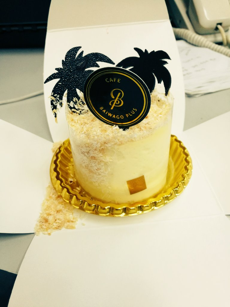 So my #7elevenday is not ending yet.. kelmarin husband bawak berjalan ke Singapore.. semalam baru celebrate dgn family. ingatkan da habis. but still receive a cake today from officemate...hehe what a wonderful year of birthday... Thankyou all <br>http://pic.twitter.com/vOhC8fVJpv