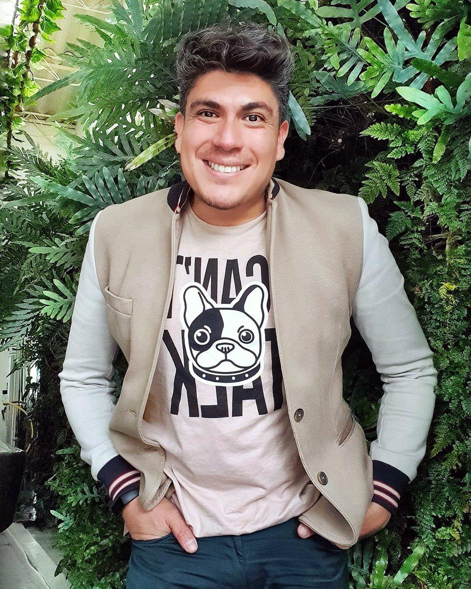 Empieza cada día con una sonrisa y mantenla todo el día. Feliz noche, duerman felices.  #smile #portrait #pictureoftheday #picture #nice #guy #streetstyle #gay #instafollow #instagram #bogota #Colombia