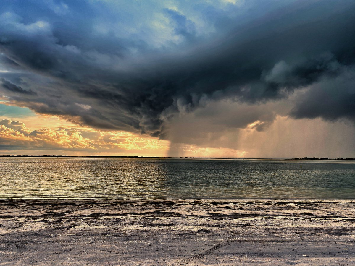 @JohnMoralesNBC6 storm approaching Dunedin/Clearwater thirty minutes ago.