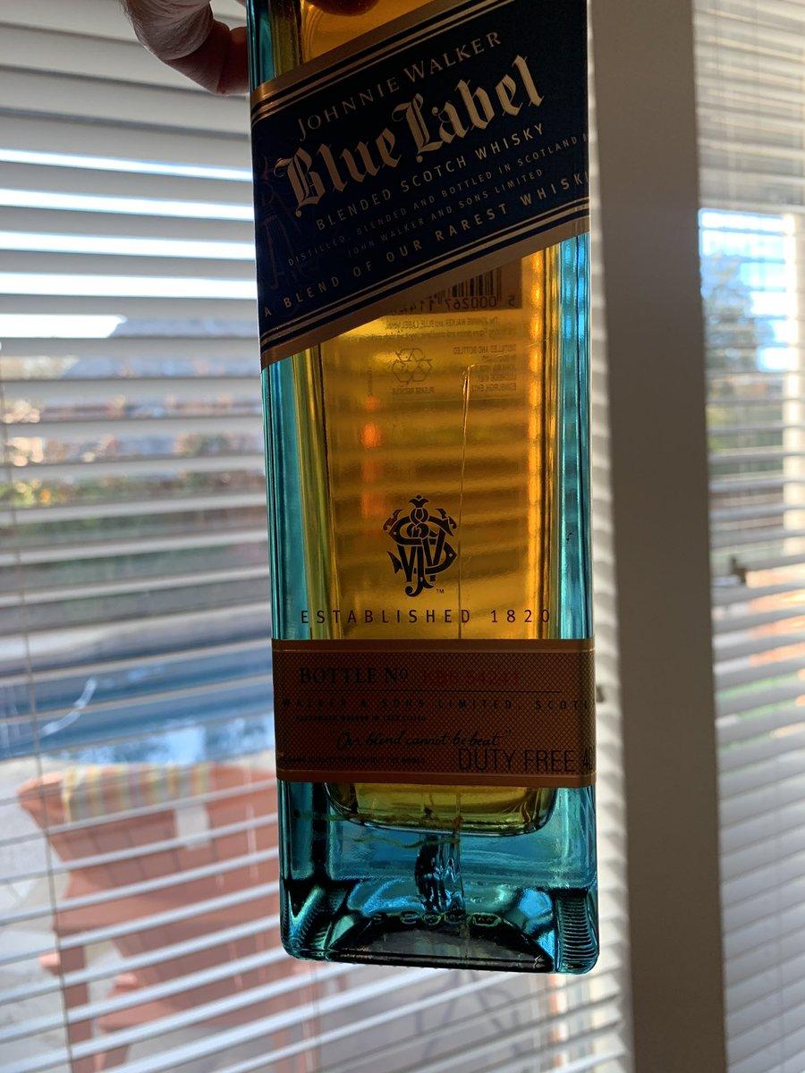 Is cracking normal?  Nothing like throwing away an u opened bottle @johnniewalker_ @JohnnieWalkerUS<br>http://pic.twitter.com/zm0ViWVWt9