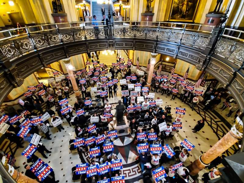 About 300 harm reduction advocates turned out in Illinois today to oppose a flavor ban. Great job by the Smoke-Free Alternatives Coalition of Illinois and @VaporTechAssoc! #VapeBan #WeVapeWeVote<br>http://pic.twitter.com/TfqtMrNoi5