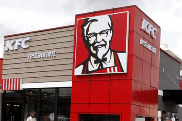 #KFCProposal: Couple showered with gifts after proposing at KFC restaurant