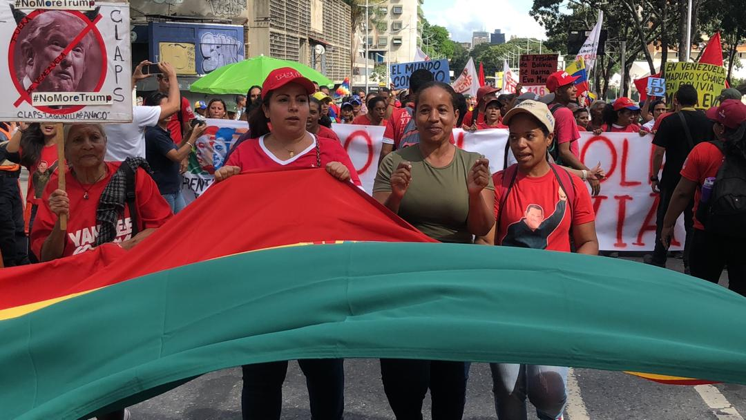 In Venezuela, Caracas, hundreds of people marched in defense of democracy and against the coup d'état in #Bolivia.  #EvoElMundoEstaContigo #BoliviaResiste <br>http://pic.twitter.com/hAoIClfoLZ