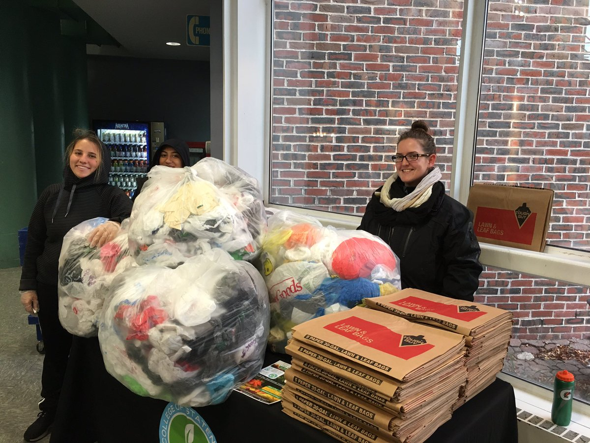 Sustainable Student Organization #sso in partnership with #CSISustainability collected 1,321 plastic bags today. Thank you @csinews. #NoMorePlasticBags #EngagingCollegeWithCommunity