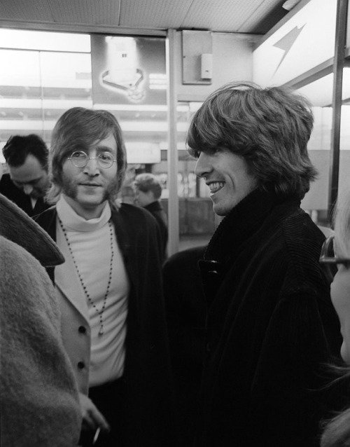#JohnLennon and #GeorgeHarrison arriving in India with their wives, February 1968 #TheBeatles
