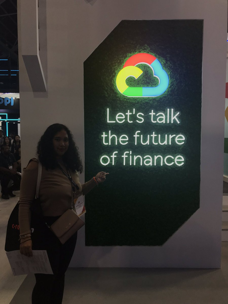 Anthos is amazing! @GoogleCloud_SG Please help like this photos as it's a competition! #GoogleCloud #SGFinTechFest #singapore #startups #2019 #google #anthos #competition #siliconvalley #cbd #fun #fintech #cloud #technologie #shemeansbusiness #networking #event #asia #googlehome