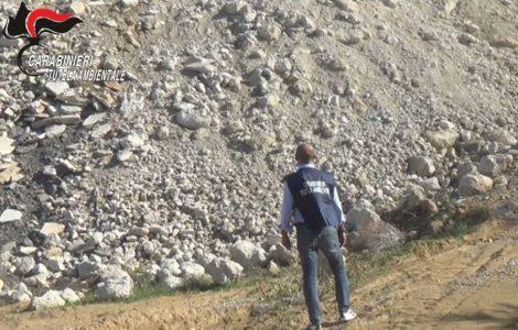 Oltre 100 mila tonnellate di rifiuti speciali in un discarica nel Ragusano, sequestrata (FOTO e VIDEO) - https://t.co/LSBXipPWba #blogsicilianotizie