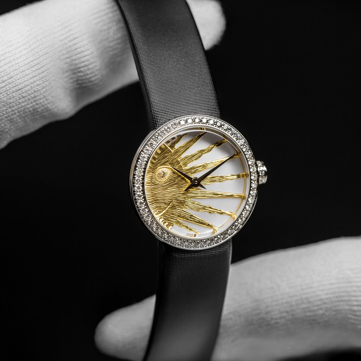 Inspired by Monsieur Diors passion for astrology, and pairing a golden sun and polished moon, Rose Céleste, Victoire de Castellanes #DiorHorlogerie latest addition to the La Mini D de Dior timepiece collection is now available on.dior.com/d-de-dior. #DiorSavoirFaire