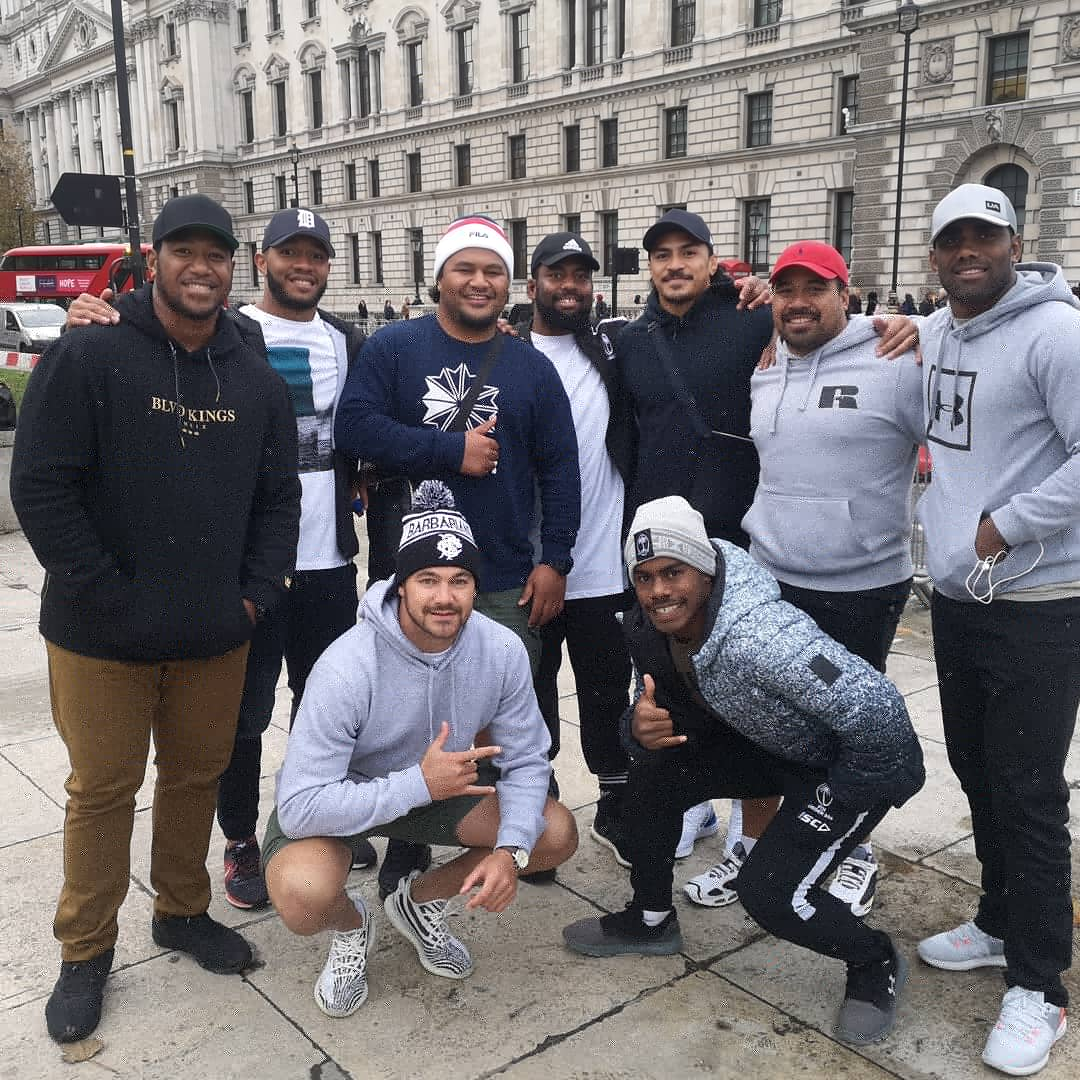 Out taking in the sights of London.. And look who we run into. Barbarians @loko_ess, @cmaafu1, @davidhavili and @drewzah22! Looking forward to running AT these gents on Saturday at Twickenham for the Killik Cup. Tickets from £20 for Adults at ticketmaster.com/barbarians