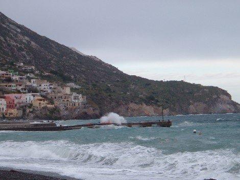 Le Eolie isolate per il maltempo, dopo 3 giorni riparte traghetto per Lipari - https://t.co/LCPn2QyqR5 #blogsicilianotizie
