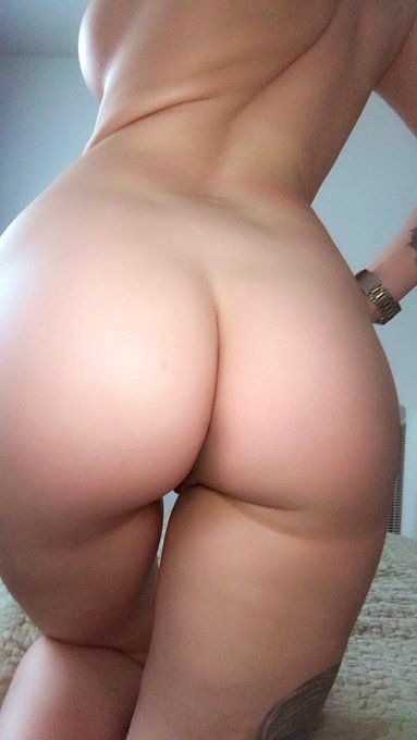 Now eat that ass until I cum all over your face 💦💦💦 #mood #bigass #booty #curves #facesitting @DarkFalcon89