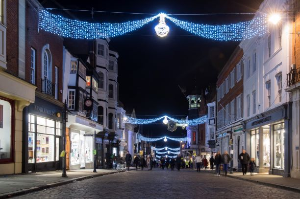 Did you know? Our #GuildfordLights are LED string lights – which have significantly reduced our energy consumption, carbon emissions and running costs. Join us for the switch on event on Thurs 21 Nov. guildford.gov.uk/christmaslights @ExperienceGford @eagleradio #climatechange