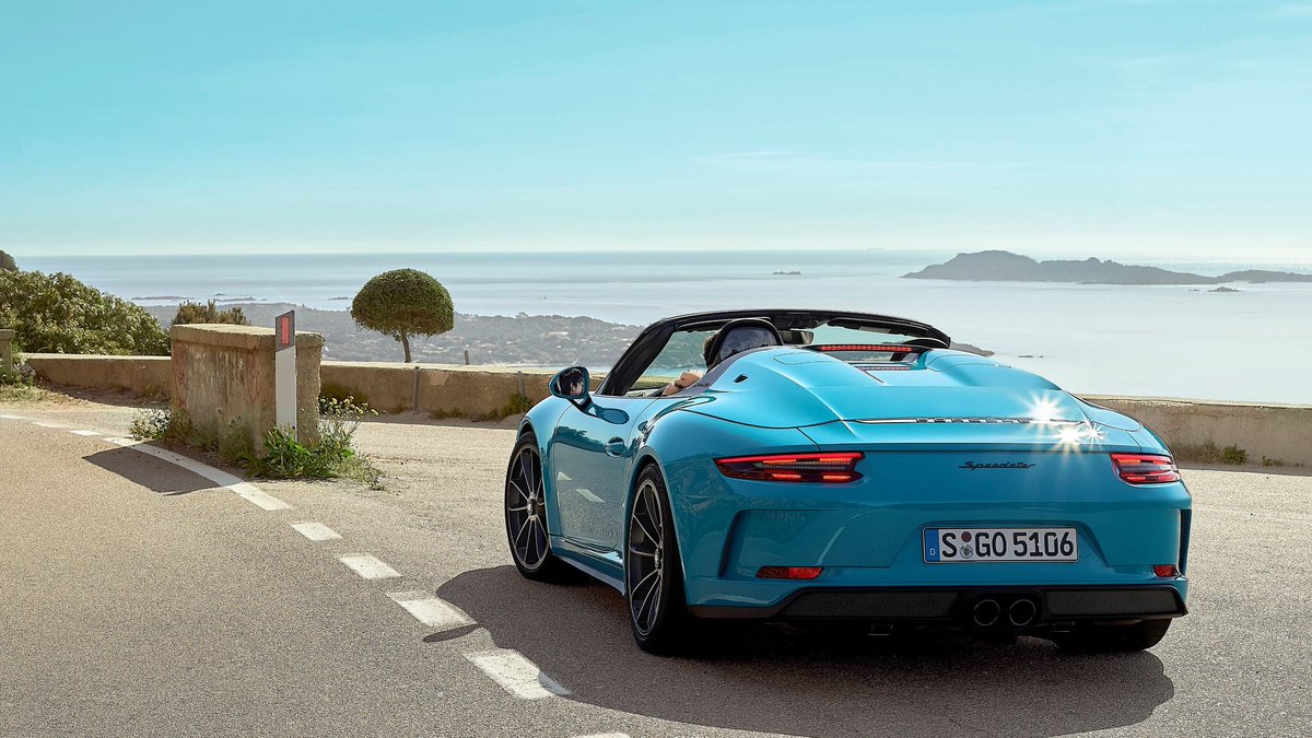 Could Miami blue be the perfect colour for the 2019 Porsche 911 speedster  <br>http://pic.twitter.com/jAR18CWCnD