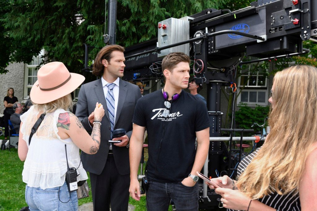 ICYMI: @JensenAckles talks about directing last week's episode - all the details in this week's #Supernatural Weekly World News! #swwn #actionackles https://thewinchesterfamilybusiness.com/articles/article-archives/general/21808-supernatural-weekly-world-news-november-9-2019…