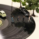 The joy of small things.   (The black car is a Toyota Crown.)  #MINIATURE #ART by Tanaka Tatsuya