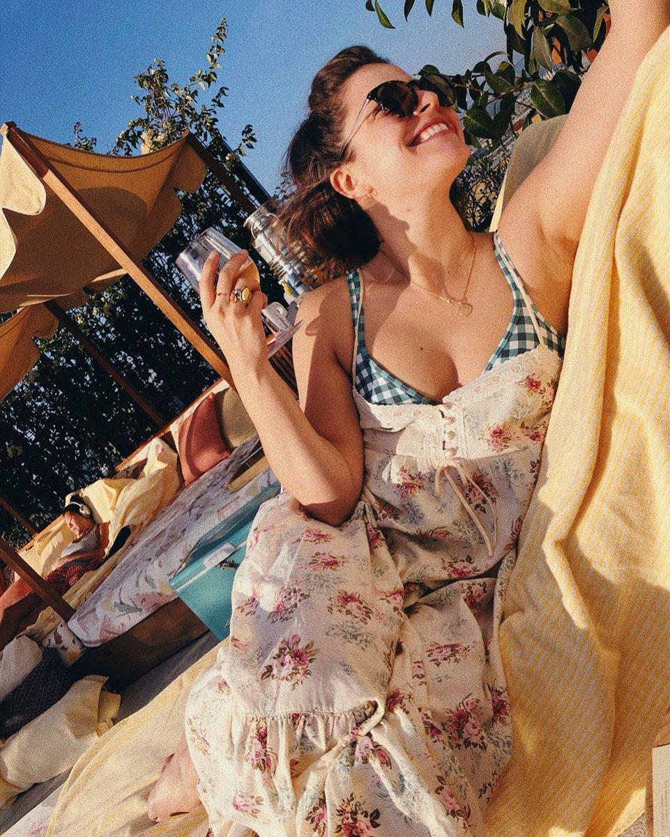 ᕼᗩᑭᑭƳ #ᕼᑌᗰᑭᗪᗩƳ!! 😁 👀's like the 𝔾𝕠𝕣𝕘𝕖𝕠𝕦𝕤😍 as always @paigespara is enjoying some LA sun!!☀️We were so happy to 👀her again last Ep!! We've missed her!!♥️@GoodDoctorABC @shorez @todavidkim @SPTV @SLfrom  #LeaDilallo #Shea #TGDscouts ~𝕂𝕣𝕚𝕤𝕥𝕚𝕖♥️