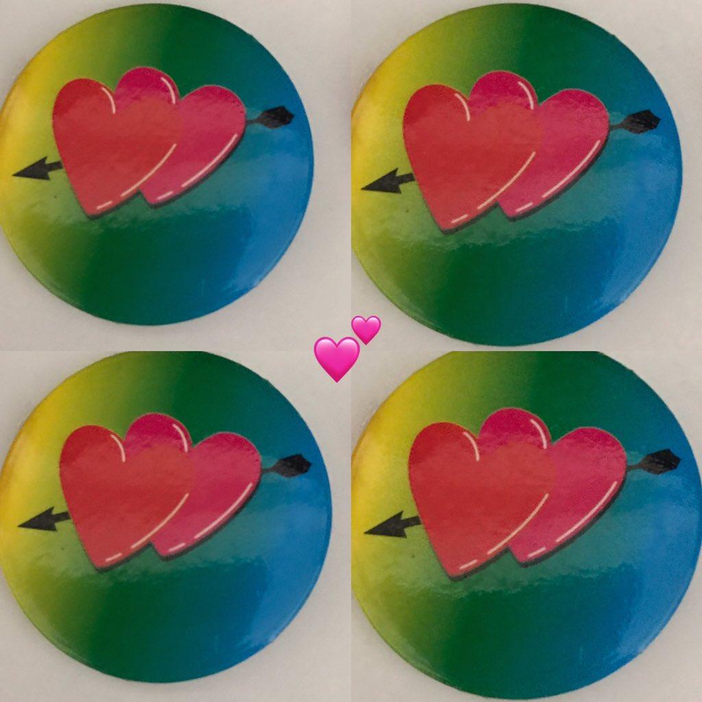 İlkokuldan kalma iki kalpli 💕 rozetim😊❤️#kalp #yürek #heart #ikikalp #love #ıloveyou #rozet