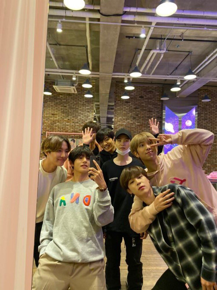 Alright, I give you three awards.  I don't admire your idol because my idol won 6 consecutive awards.  Moreover, #BoyWithLuv has won 21 awards             I PURPLE YOU   I vote #GroupDoAno BTS #POPTimesAwards @BTS_twt<br>http://pic.twitter.com/ToEny4FPP9