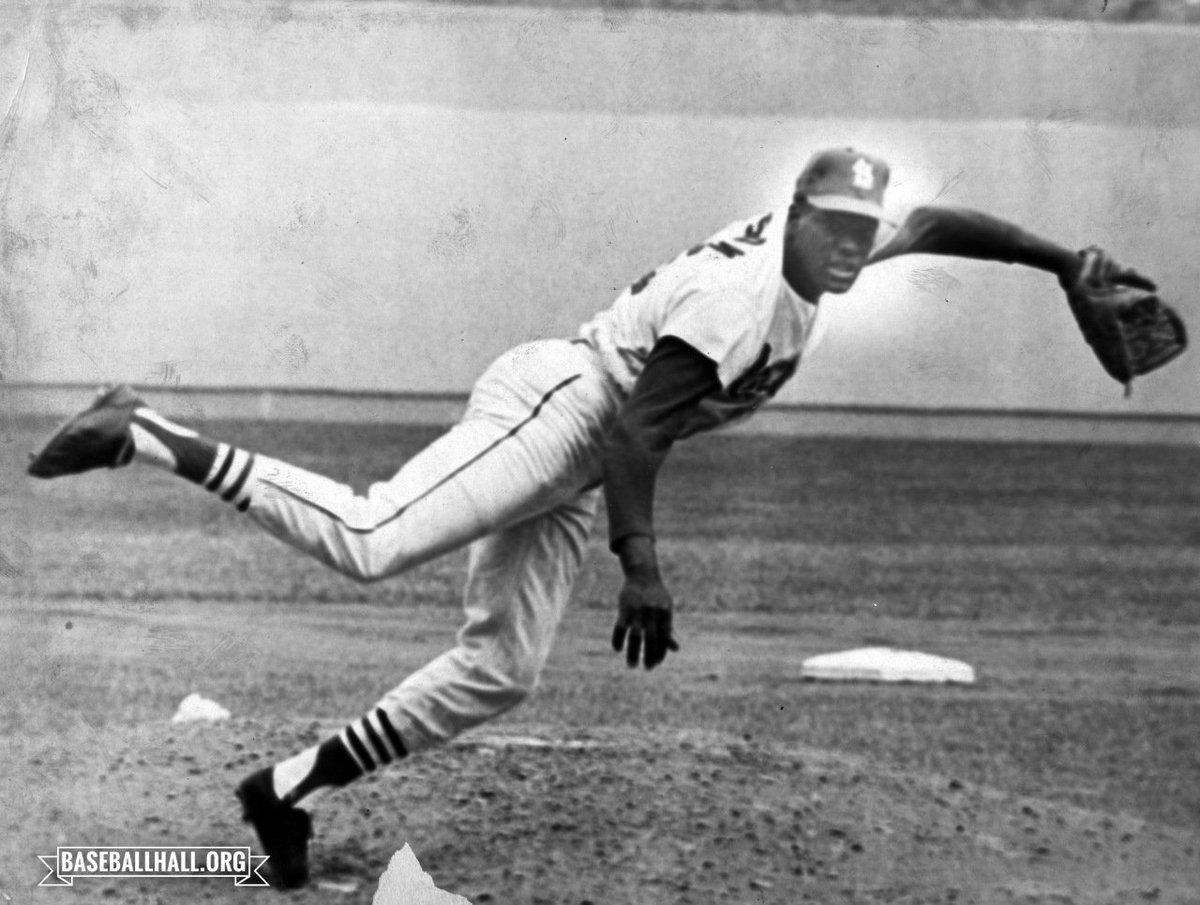 La temporada de 1968 de Bob Gibson obligó a MLB a aplicar cambios físicos a los terrenos.