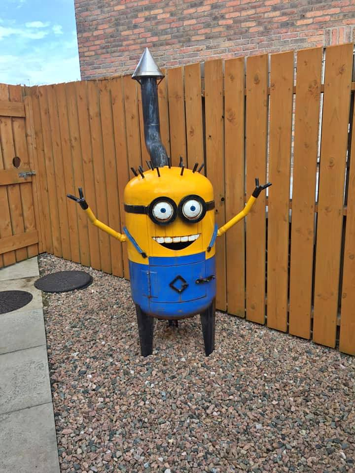 look at this highly cursed crying minion patio heater that i found on facebook marketplace <br>http://pic.twitter.com/FGNi3f5TgG