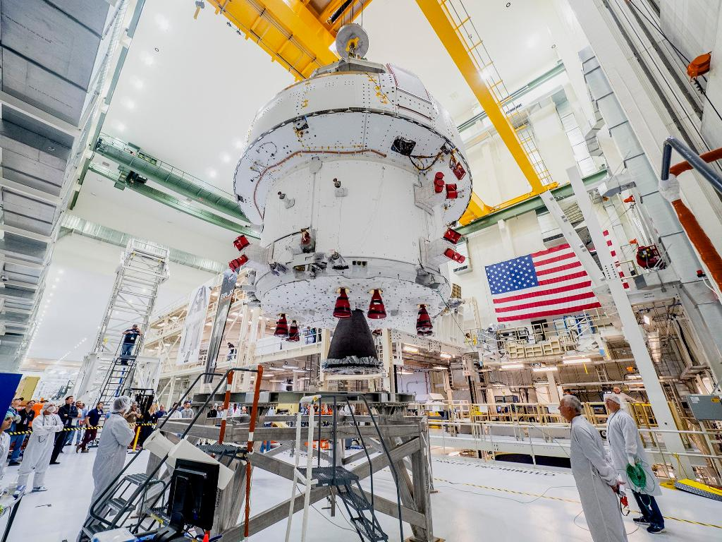 Progress toward the launch of #Artemis I — our @NASA_Orion 🛰️ has completed final assembly and systems testing. The @NASA_SLS 🚀 core stage is nearing completion, as technicians attach the RS-25 engines to propulsion and avionics systems. About Artemis: https://go.nasa.gov/3702N3W