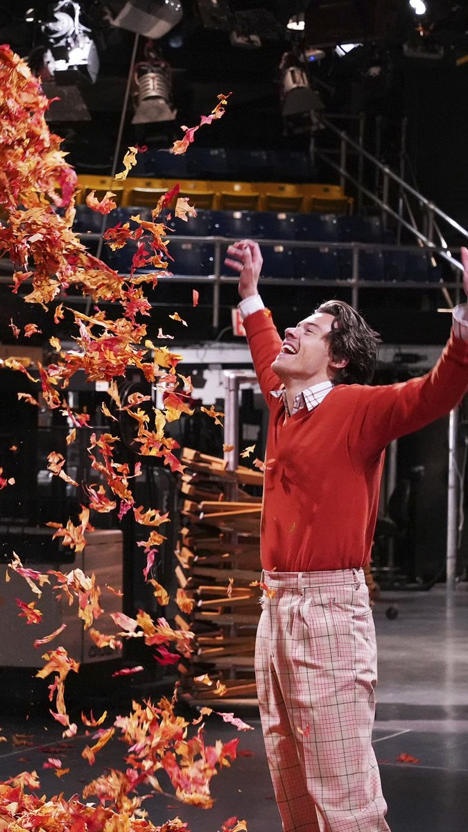 Harry Styles for Saturday Night Live. Hosting and performing on November 16. <br>http://pic.twitter.com/Q8XbYUpOOc