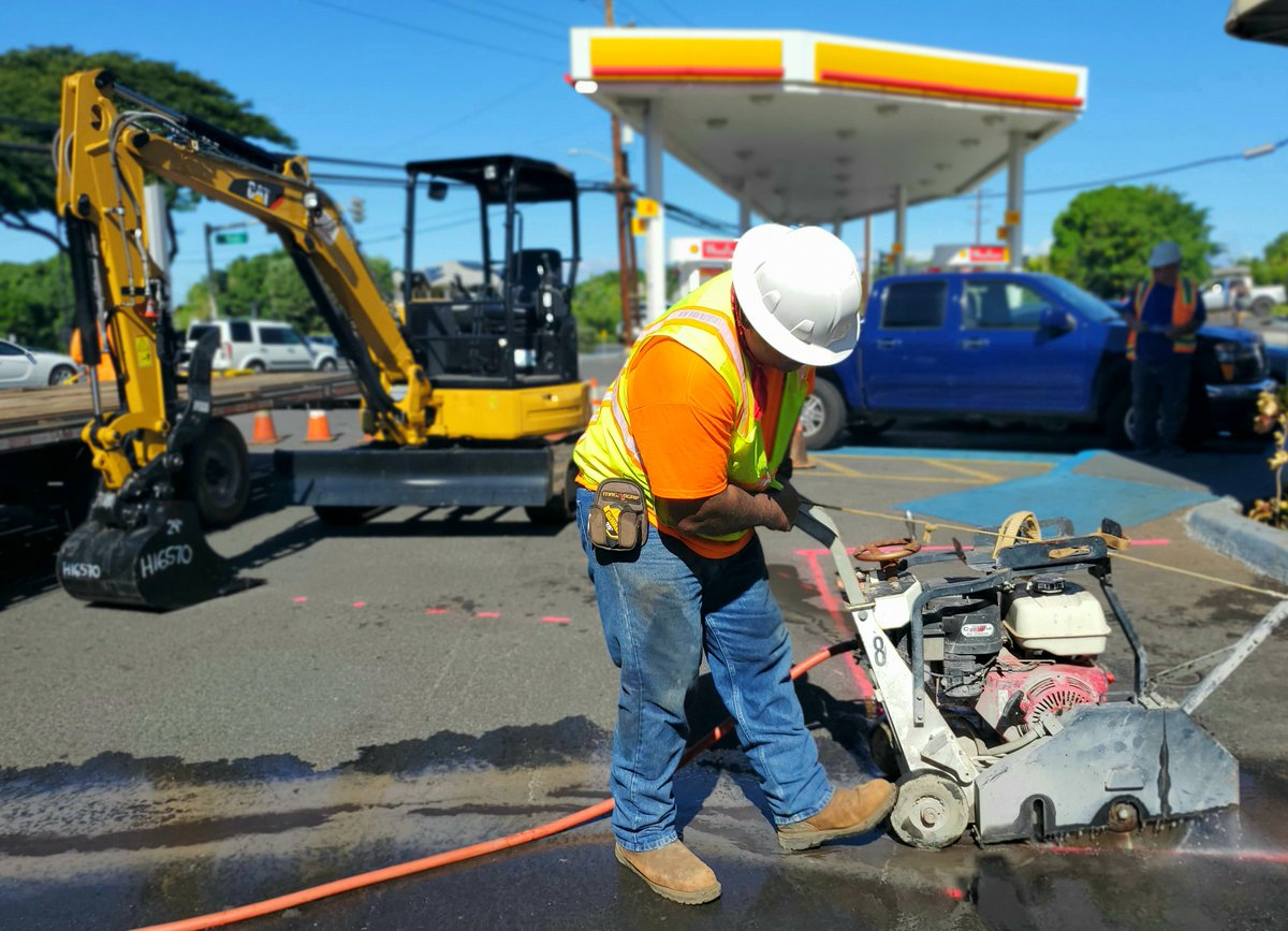 Our crew is back in action, installing a new Grease Trap for a popular local Gas Station's Mini-mart. If you're in Lahaina this week, at the Kupunakea St & Honoapiilani Hwy intersection, past the Lahaina Cannery Mall, give us a honk to say hello! #varescontracting #mauimulcher<br>http://pic.twitter.com/DpouSawxsu