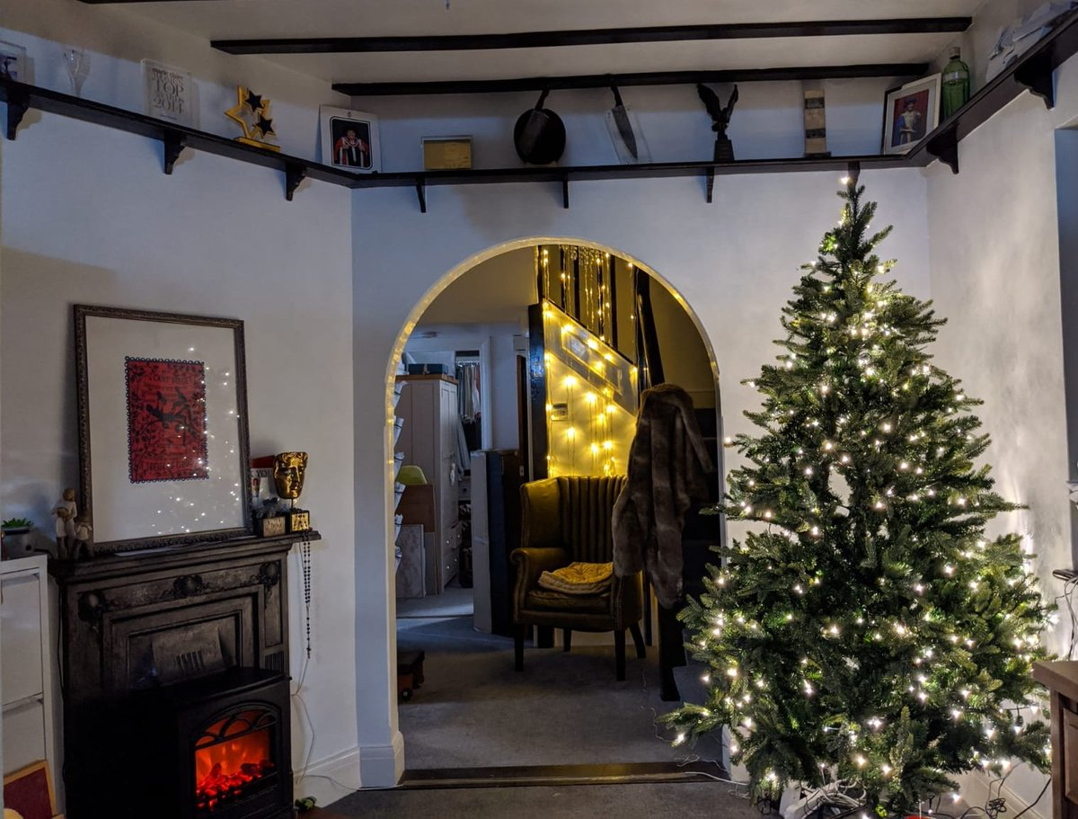 """Look it's a clear six hours later than last year's, and as I said to Mrs J, """"I haven't decorated it, just...stored it in the corner...""""<br>http://pic.twitter.com/xymbnVbmow"""
