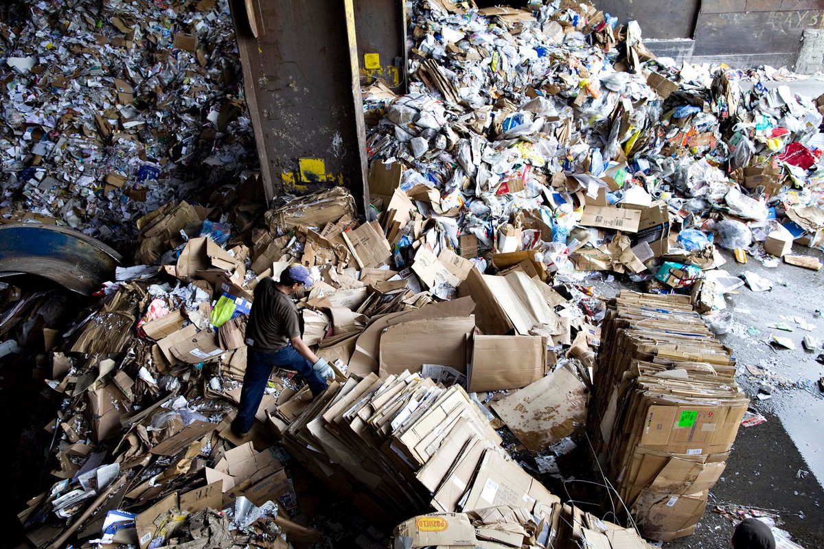 E-commerce returns are a hidden environmental crisis. Those tens of millions of packages accounted for:  5 billion lbs of landfill waste in the U.S. 15 million tons of carbon emissions  https:// bloom.bg/32G5S60    <br>http://pic.twitter.com/28gDBJMl9E