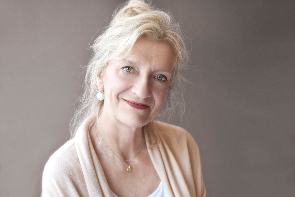 "Did you know that @LizStrout, the Pulitzer Prize-winning author of Olive Kitteridge and ""Olive, Again""⁣ didn't publish her first book until she was in her early 40s? #ReadWithUs #OliveAgain"