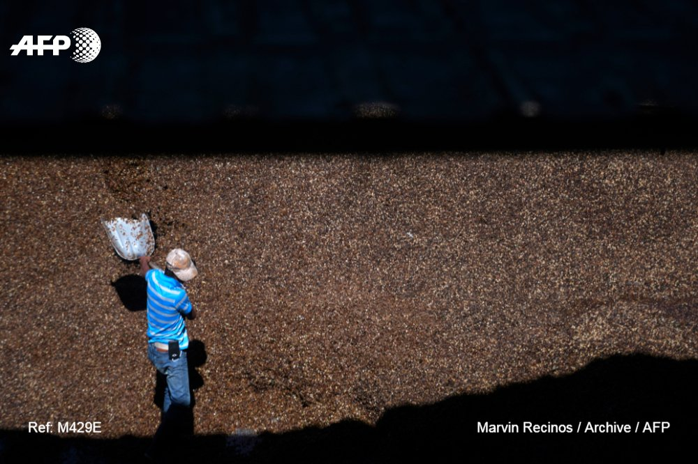 Coffee producers around the world are afflicted by low trade prices,  despite global consumption surpassing two billion cups per day and rising  http:// u.afp.com/JVZX    <br>http://pic.twitter.com/a7K7skUtpQ