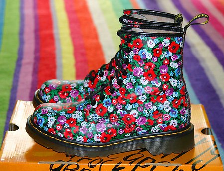 RT @simonhancock_uk: @Melissassmile @MarilynMonroe Perhaps @drmartens could make you some funky customized boots! https://t.co/HndIQYM5Je