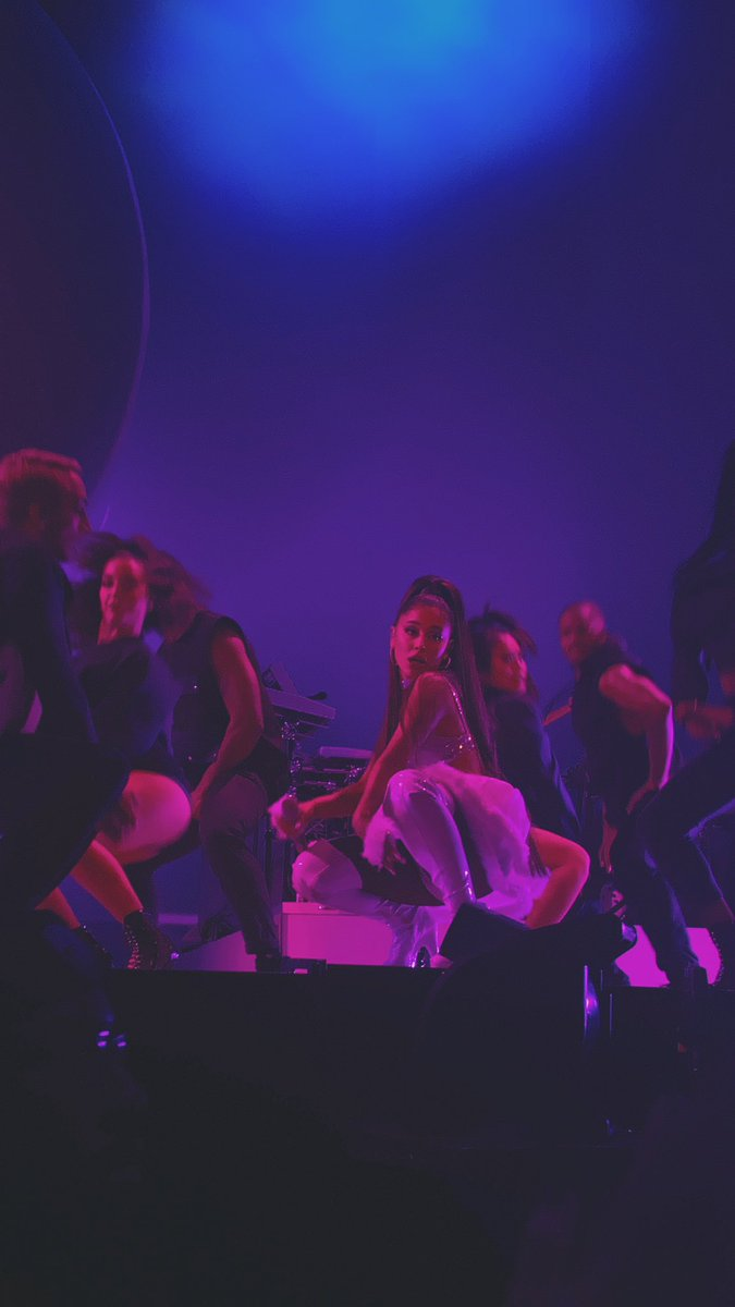brooklyn, welcome to the sweetener world tour  ly @ArianaGrande #SWTBrooklyn <br>http://pic.twitter.com/lwDHcgI7R3