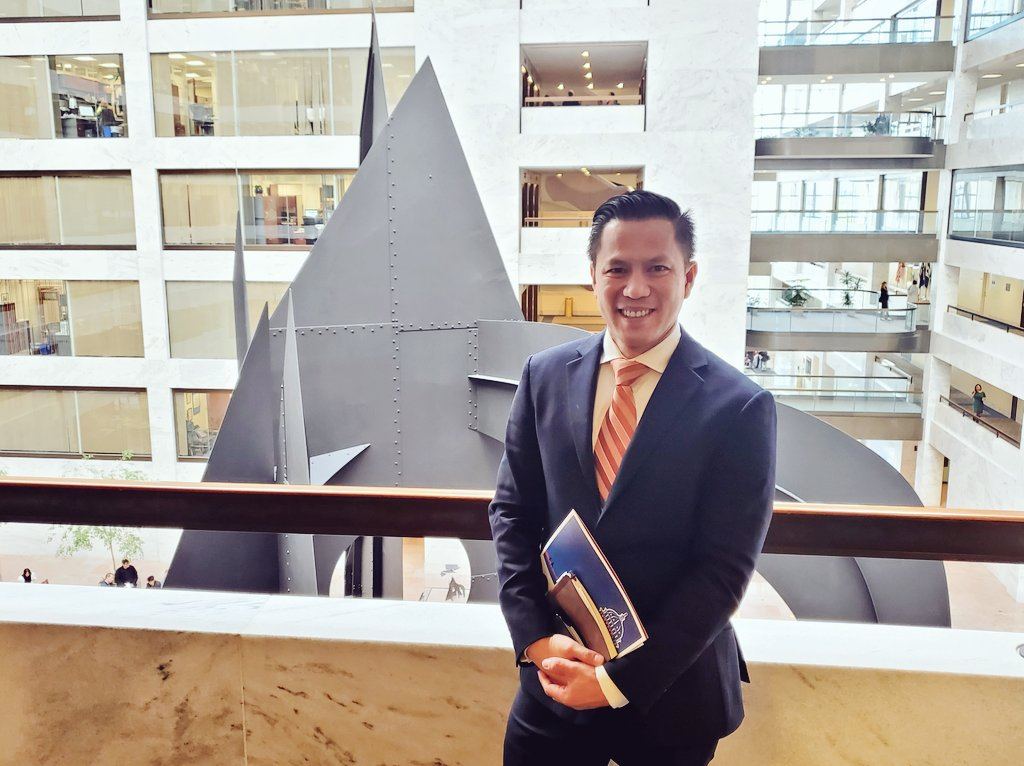 """""""Mountain and Clouds"""" sculpture in Hart Senate Office Building.  We're climbing mountains to get Bitcoin above the clouds, because the sky's the limit with #BSV.  Another nice meeting today here about #cryptocurrency and law.<br>http://pic.twitter.com/kHD6NmDstG"""