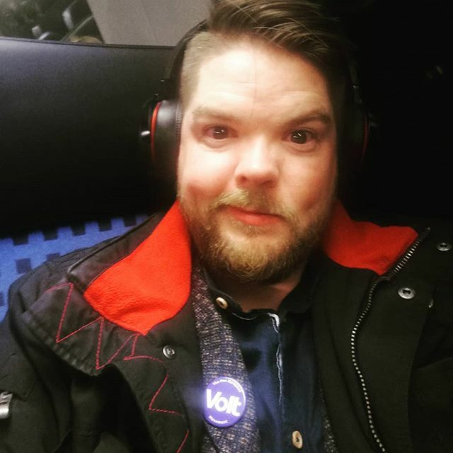 "#Europa #aachen #Volt #langerTag  A long day is ending. I am sitting in the train back to #cologne. I was in my hometown Aachen. The charlemagne prize, the city of Aachen and the radio station @wdr5politisch talked about ""Europe - a topic for elites?"" an… https://ift.tt/32Jqvy9 pic.twitter.com/XfkCbYfIh3"