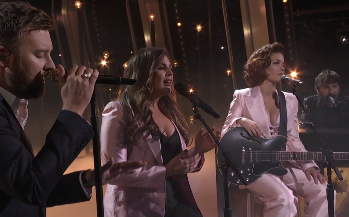 What if we never get over these harmonies by @ladyantebellum and @halsey? Too good. 💔 #CMAawards