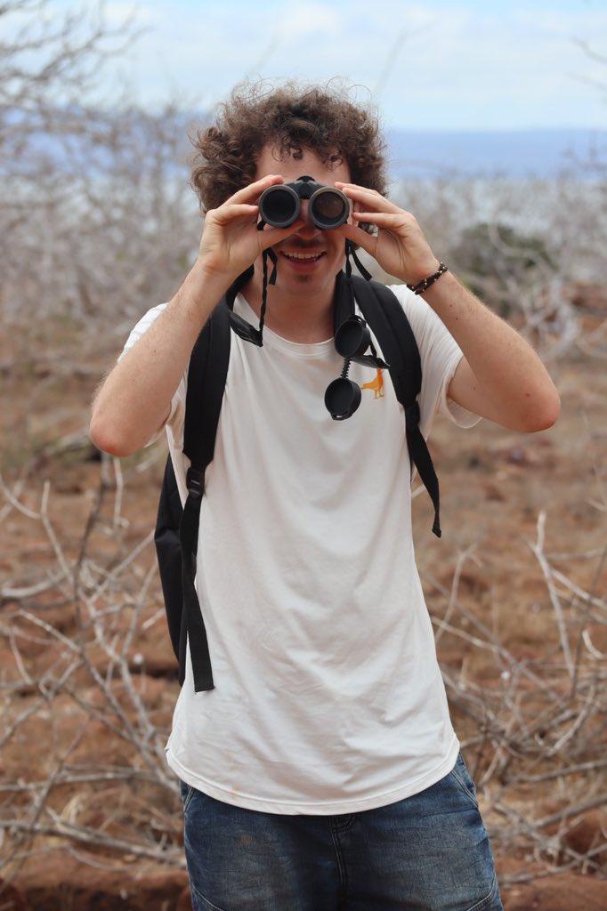 Desde las Islas Galápagos se sigue observando hasta con binoculares que no te ama
