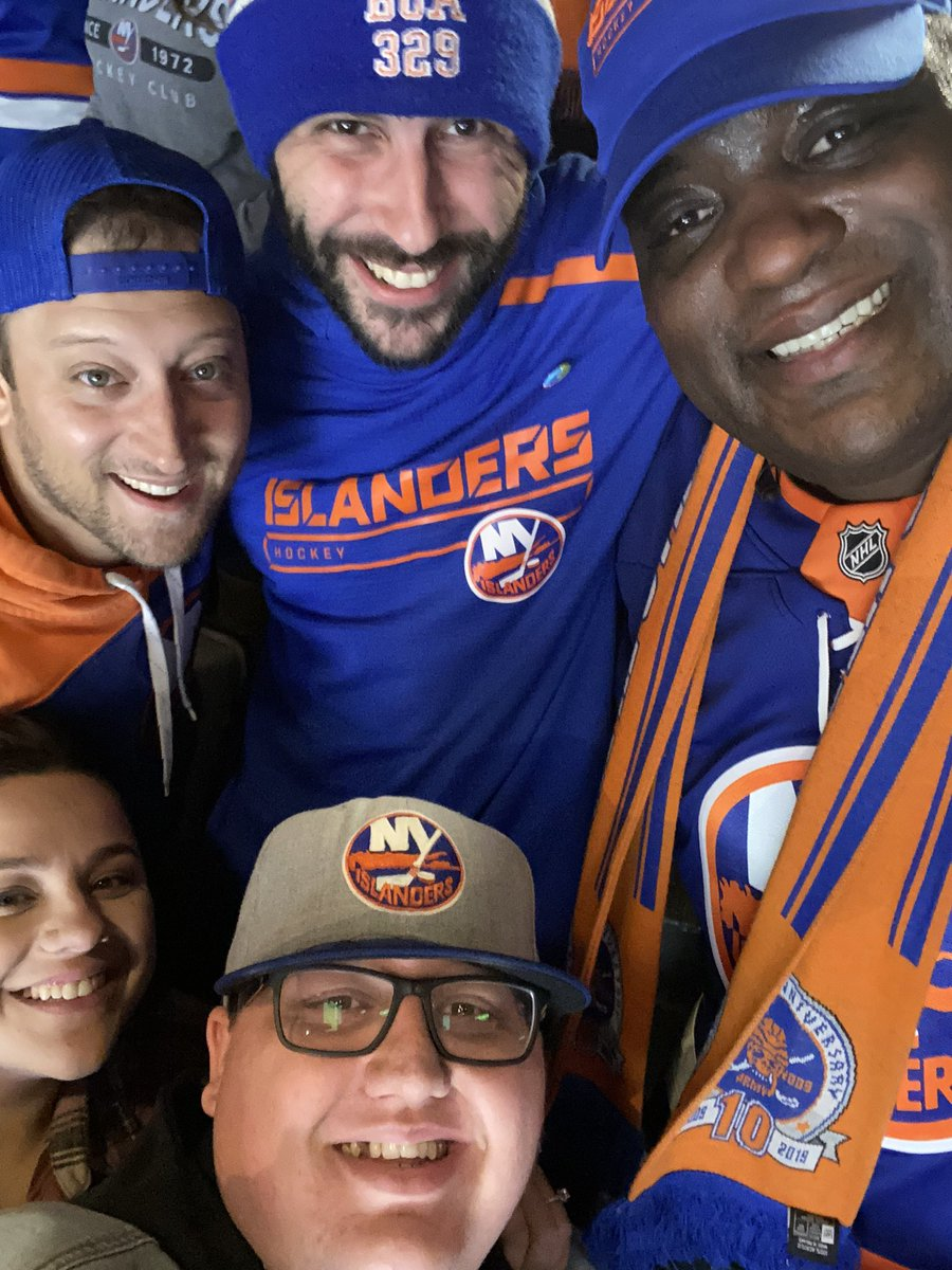 Pretty cool moment at the @NYIslanders game sitting with the @Section_329 having @damienwoody up with us! #isles #takeflight #jets #podcast #blog #sndpodcast #sndblog #sndpodcastchannel pic.twitter.com/JNBaM6COVP